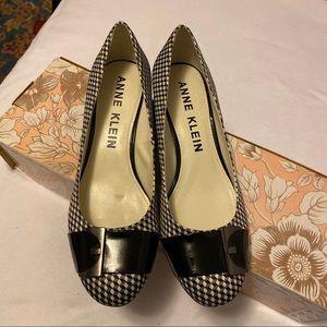 Anne Klein 9 1/2M checkered heels